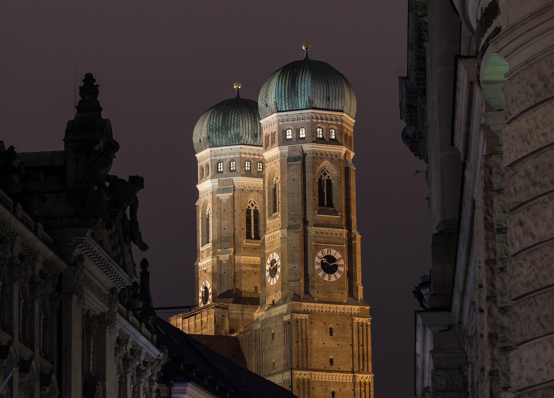 frauenkirche-2105782_1920