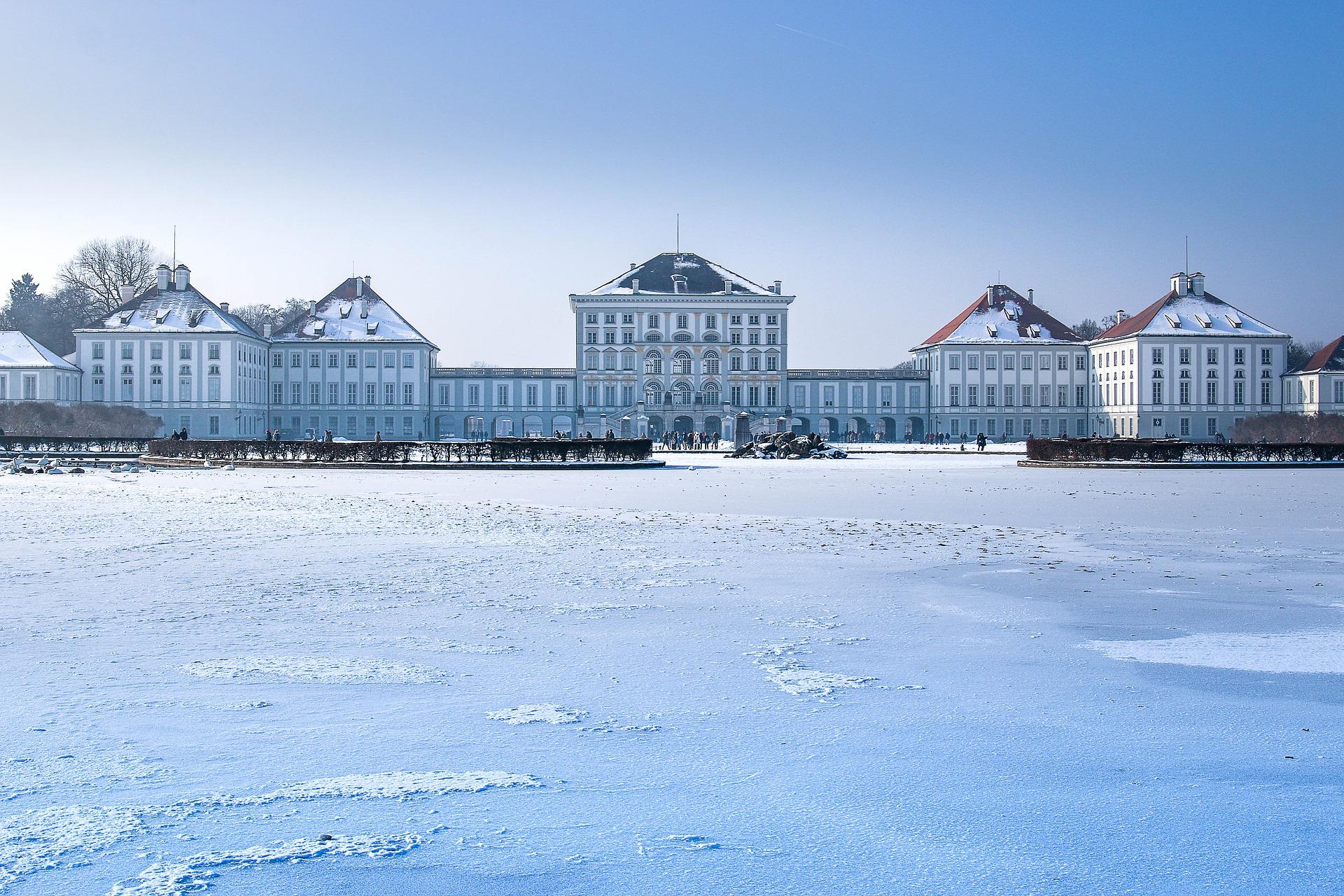 nymphenburg-palace-2029467_1920