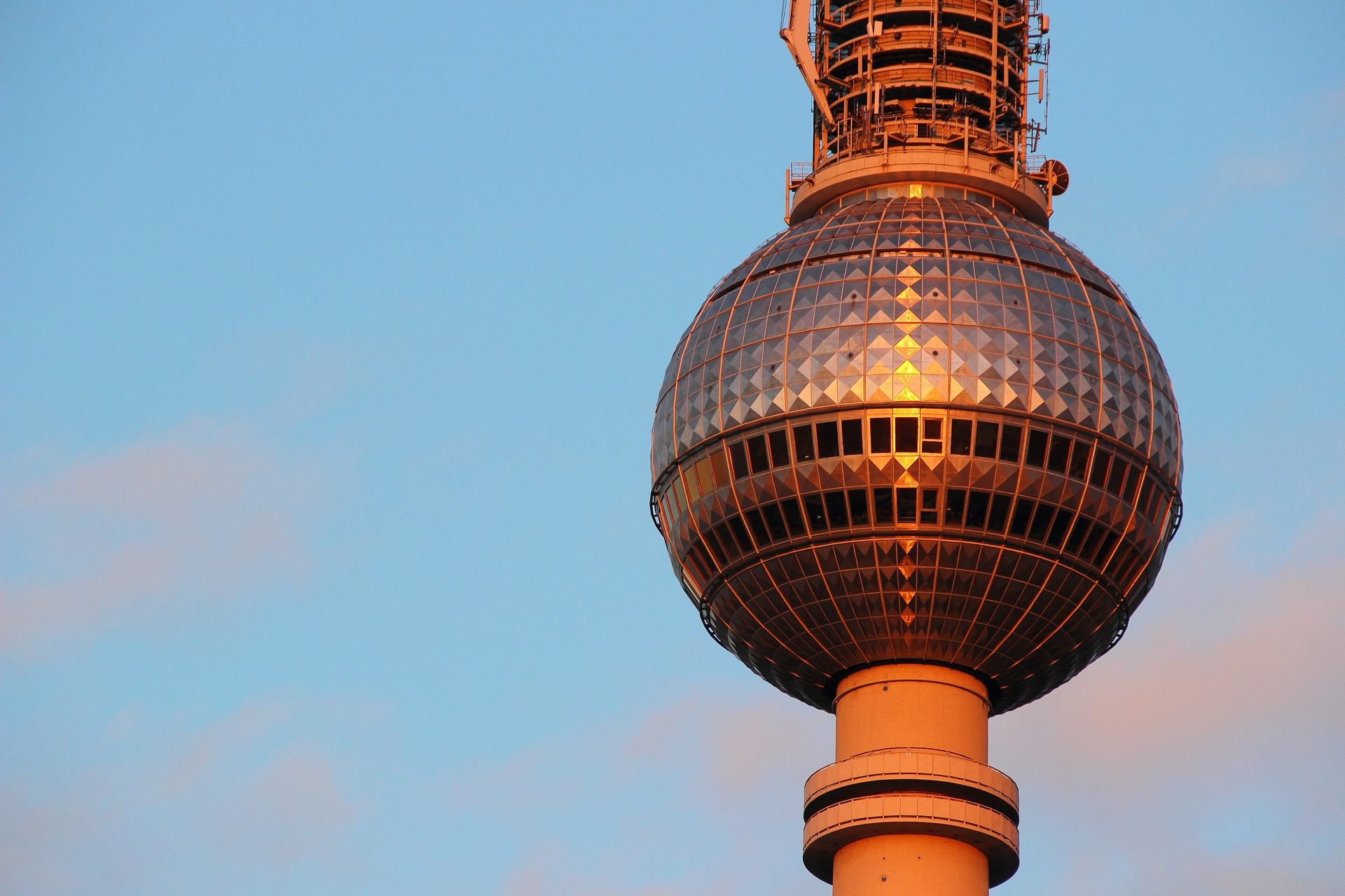 tv-tower-433821_1920